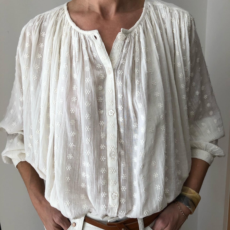 La blouse brodée #coton #matierenaturelle  68€https://www.instagram.com/p/CMxI7qBlzi3/