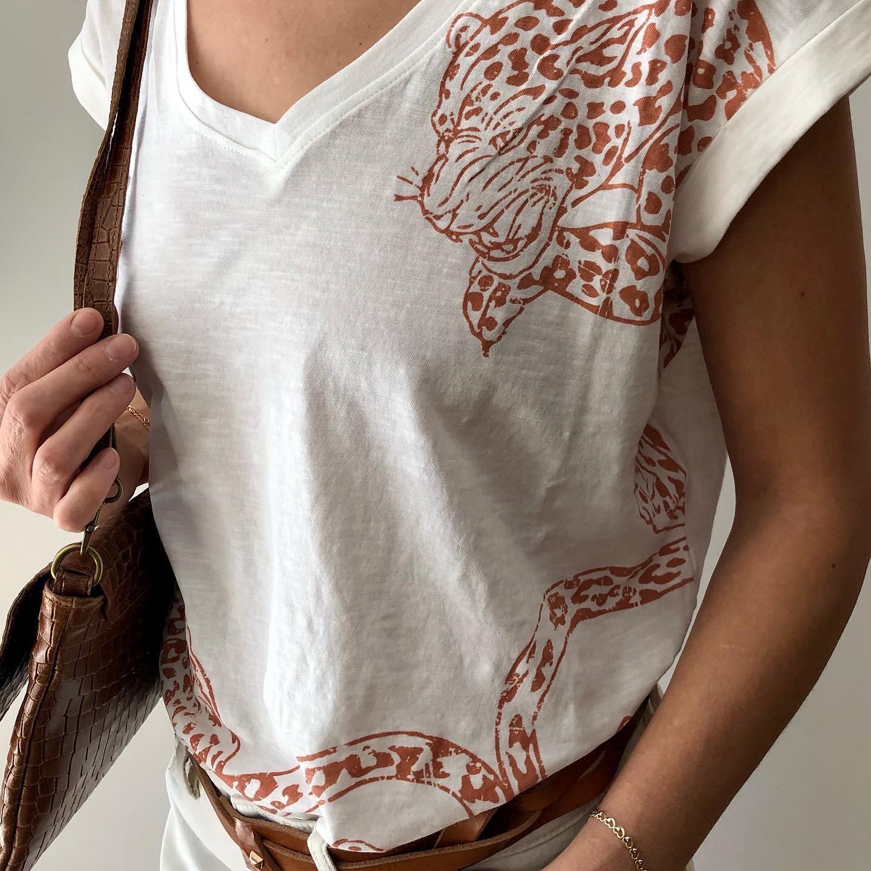 Tee-shirt coton biologique #enligne www.lesheuresparis.frhttps://www.instagram.com/p/CMzNTNOlB-W/
