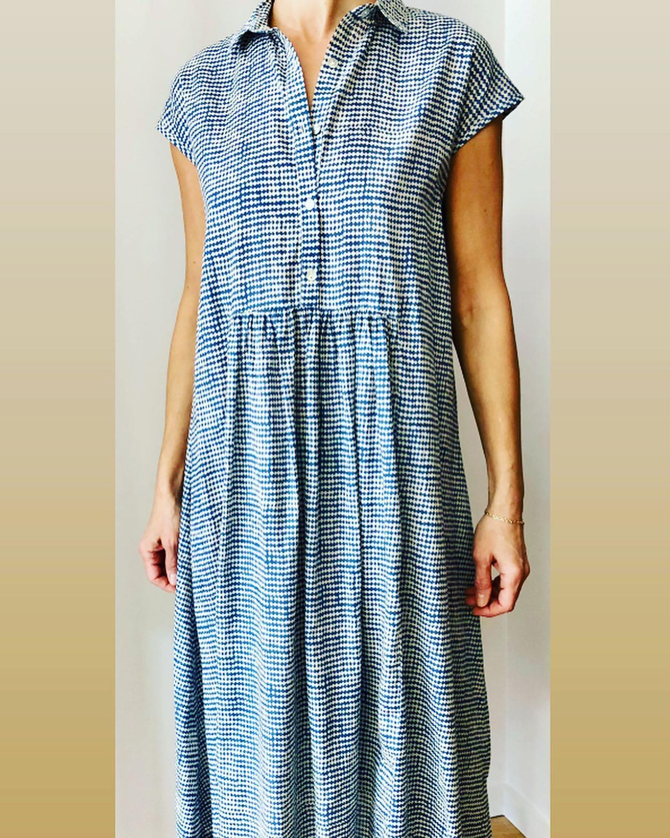 Robe longue en coton, imprimé losange bleu #enligne @colores_clothing_official #nouvellecollectionhttps://www.instagram.com/p/CM4yumRFjdU/