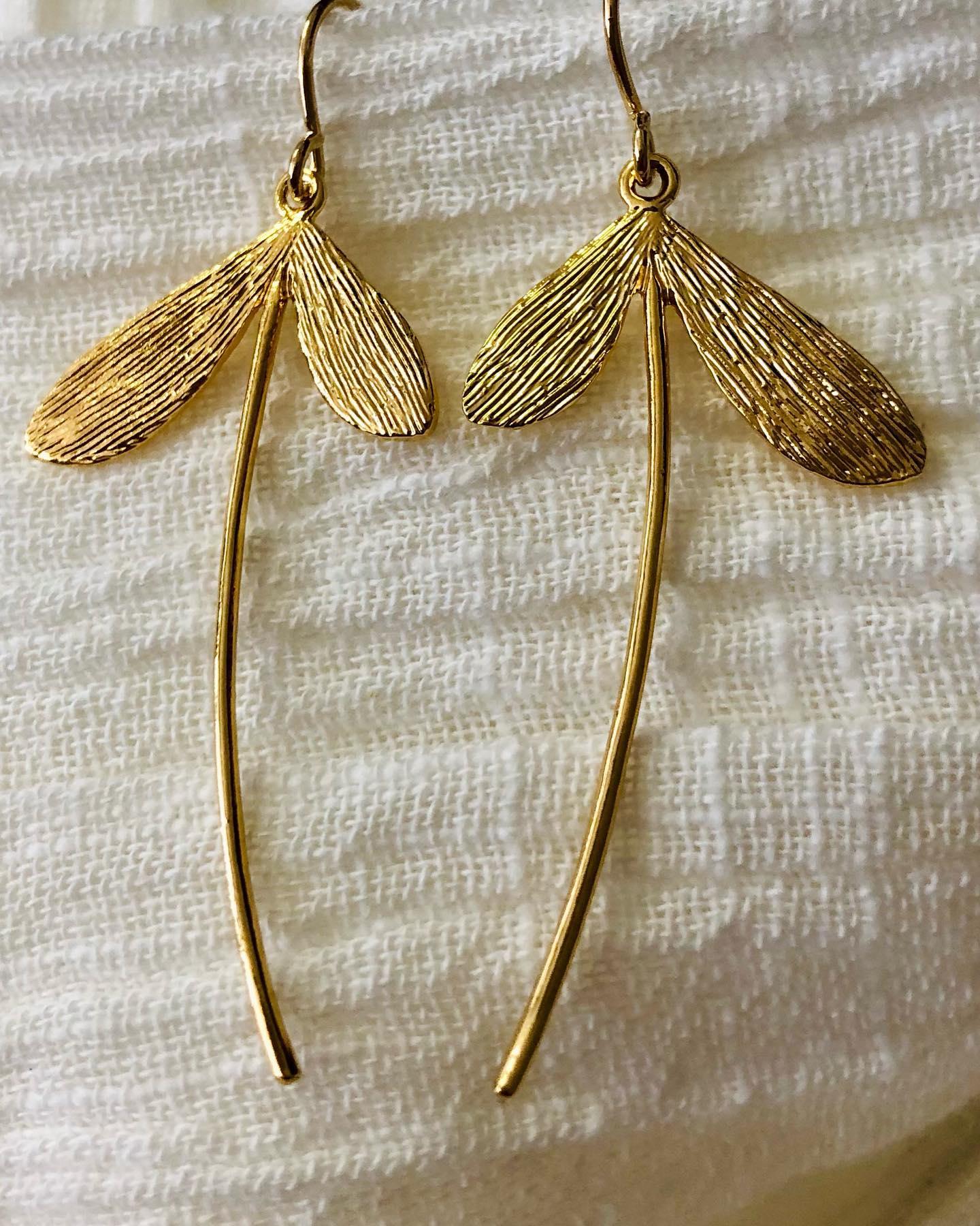 BO Libellules - retour en stock 🤗 et en ligne #libellule #plaqueor #bijoux #bouclesdoreilles #enligne www.lesheuresparis.frhttps://www.instagram.com/p/CNDM251Fc46/