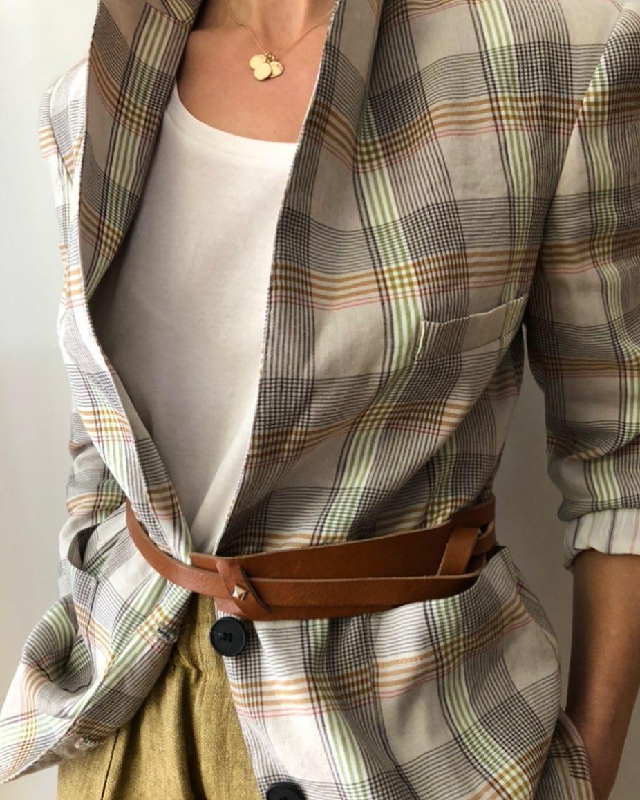 Les ceintures sont de retour, 16 pièces en camel 🧡 en ligne www.lesheuresparis.frhttps://www.instagram.com/p/CNnMV9zFC7-/