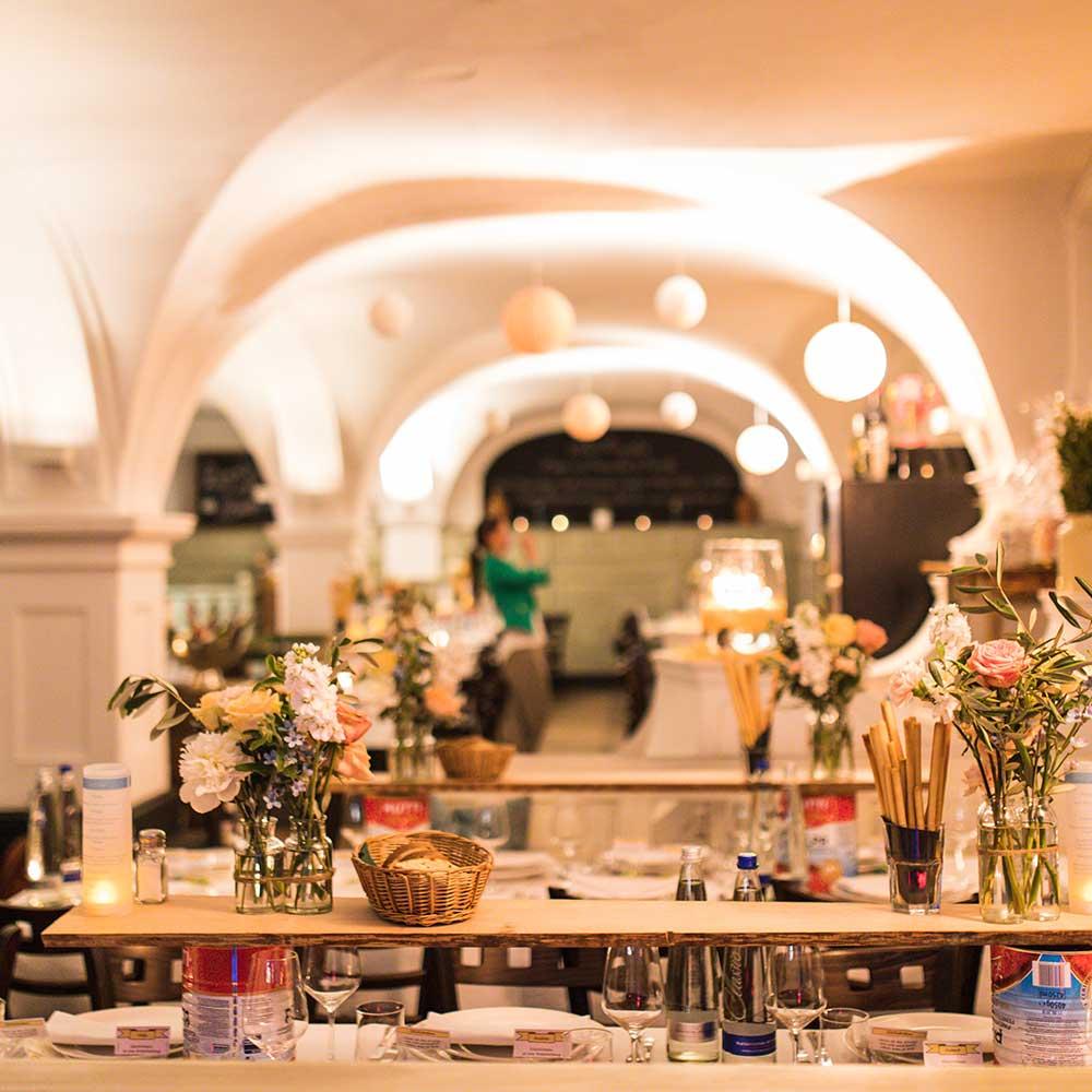 Bamberger Haus Hochzeit gedeckte Tische