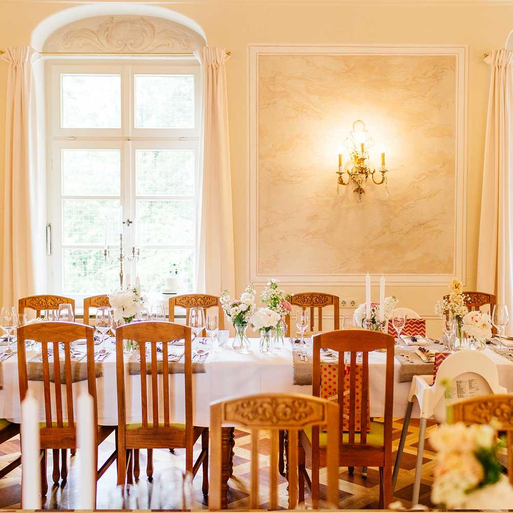gedeckter Tisch für Hochzeit im Bamberger Haus