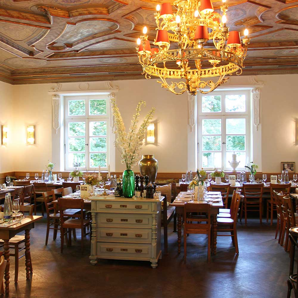 Bamberger Haus Restaurant Innenansicht Kronleuchter