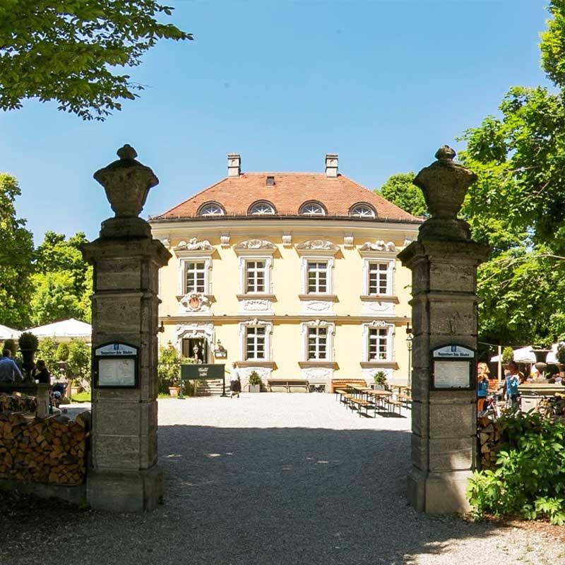 Bamberg Haus Frontal Ansicht mit Blick auf Biergarten