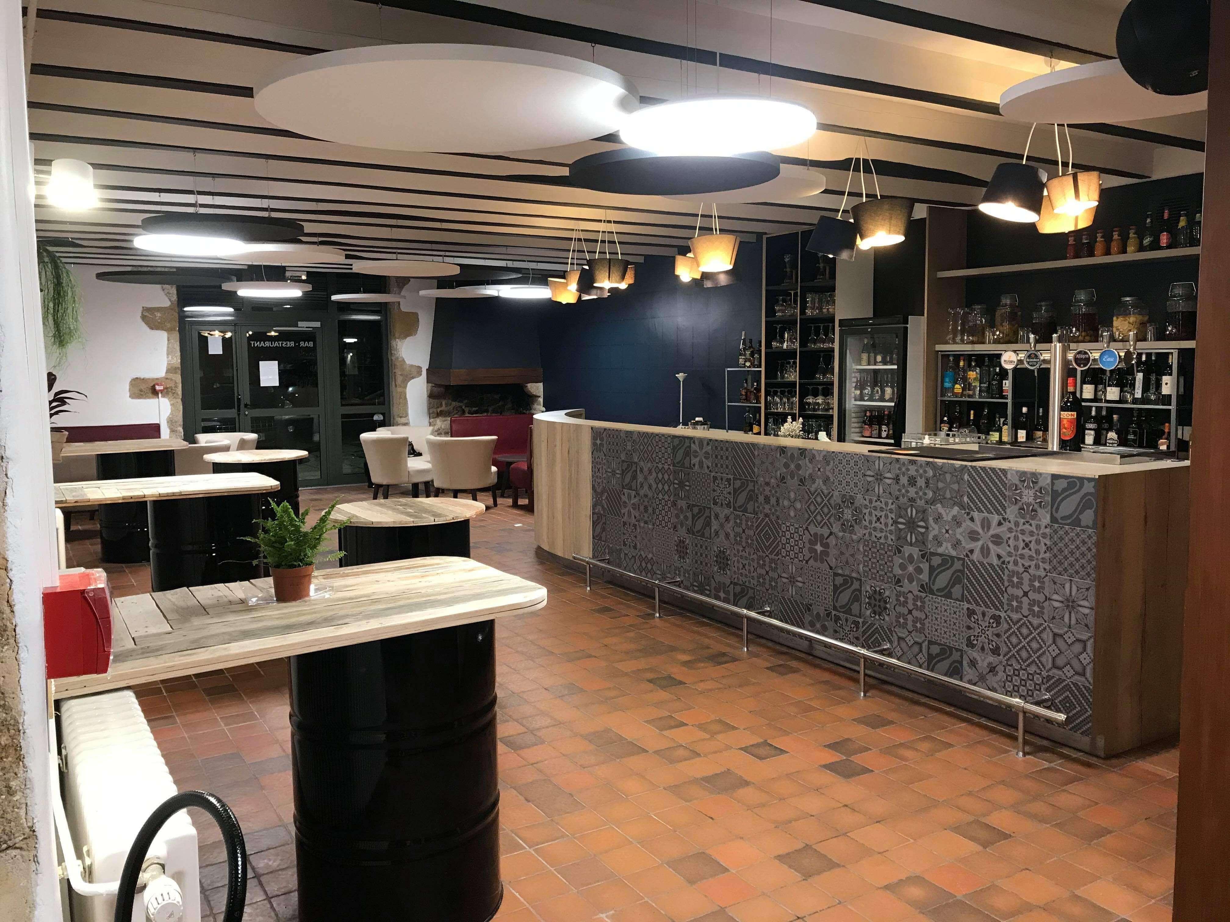 Le bar de l'Auberge du Moulin Neuf