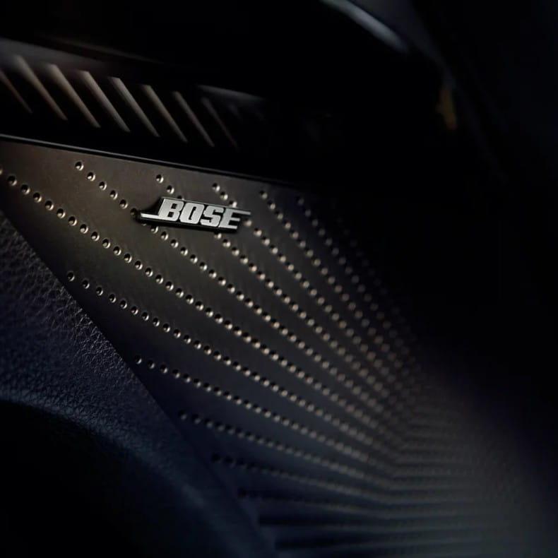 Премиум-аудиосистема Bose с 12 динамиками