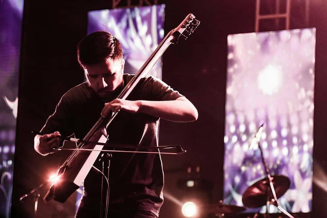 Aziz Comi Kariko: Lirik Lagu Sebagai Medium Bercerita