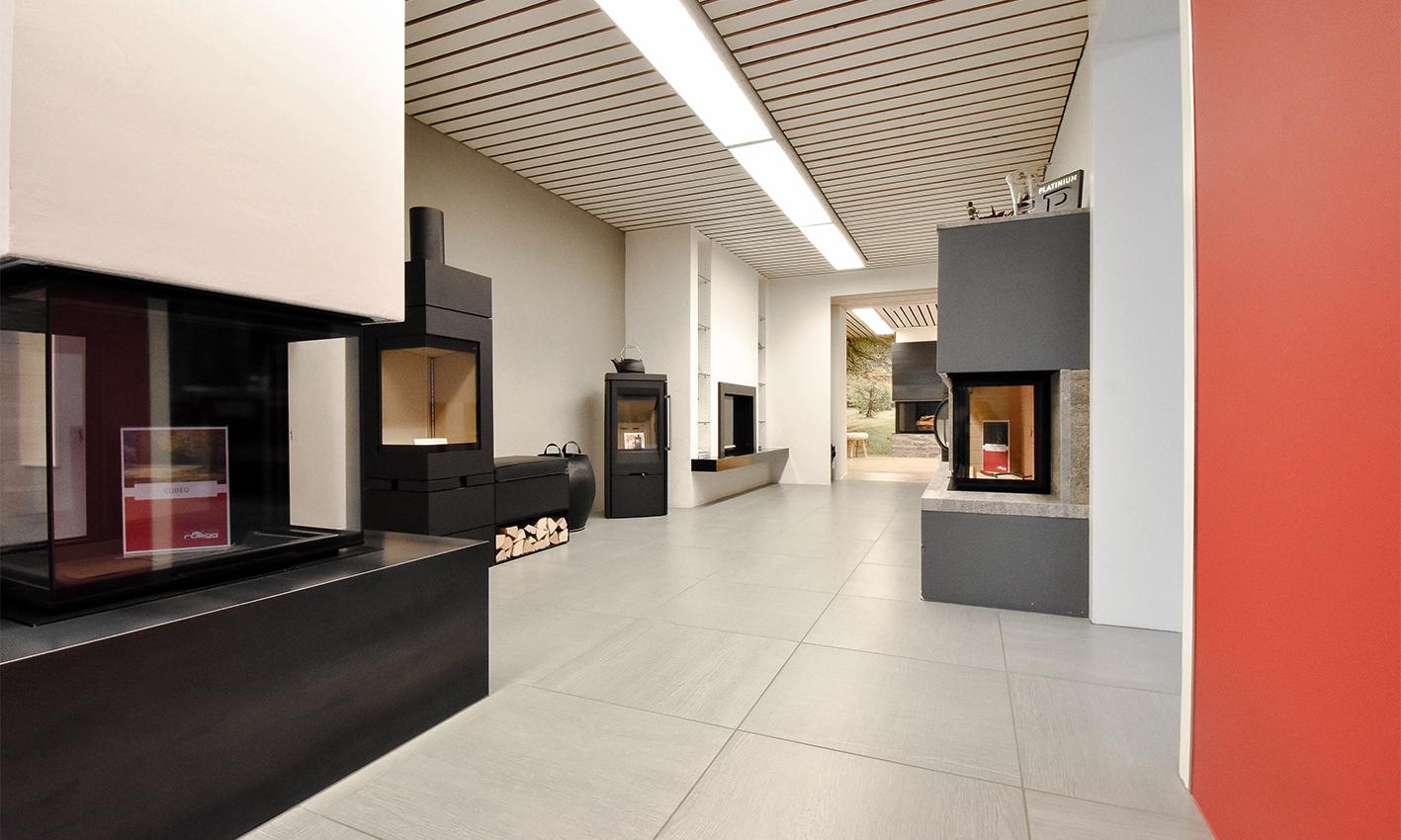Austellraum für Plattenbeläge und Holzöfen