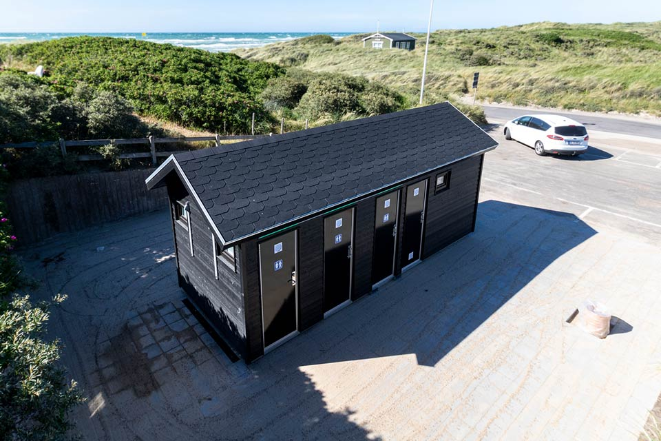 Toilethus ved Tornby Strand