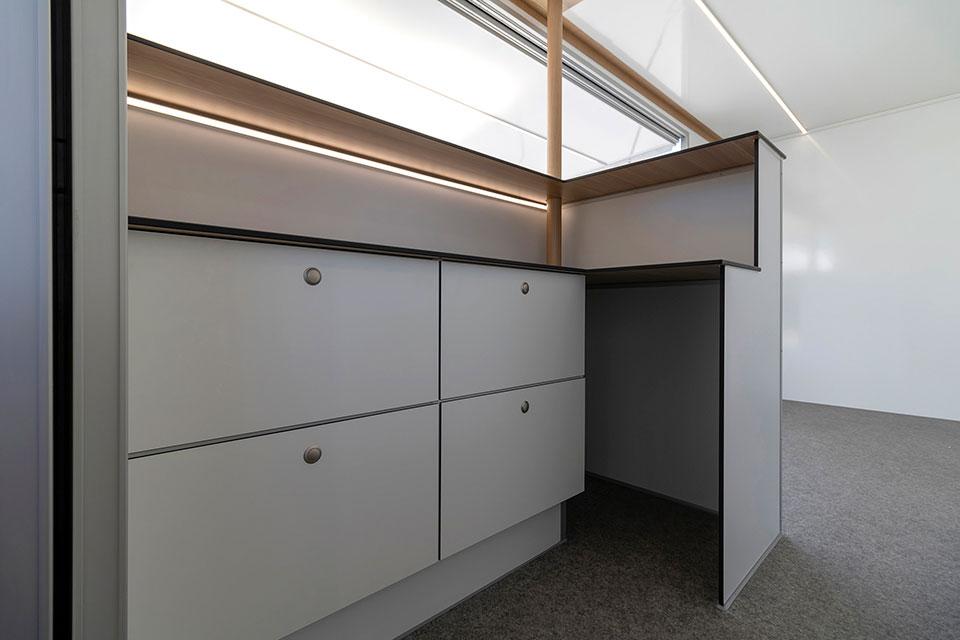 Flot indretning med skuffer og LED lys