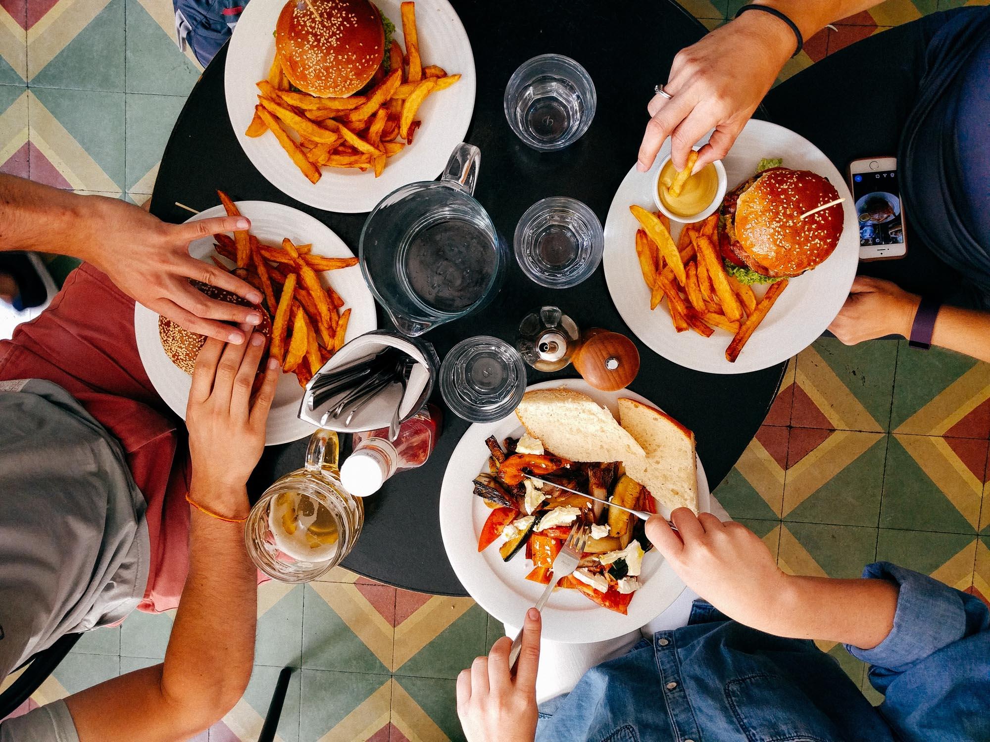 friends-eating-fries