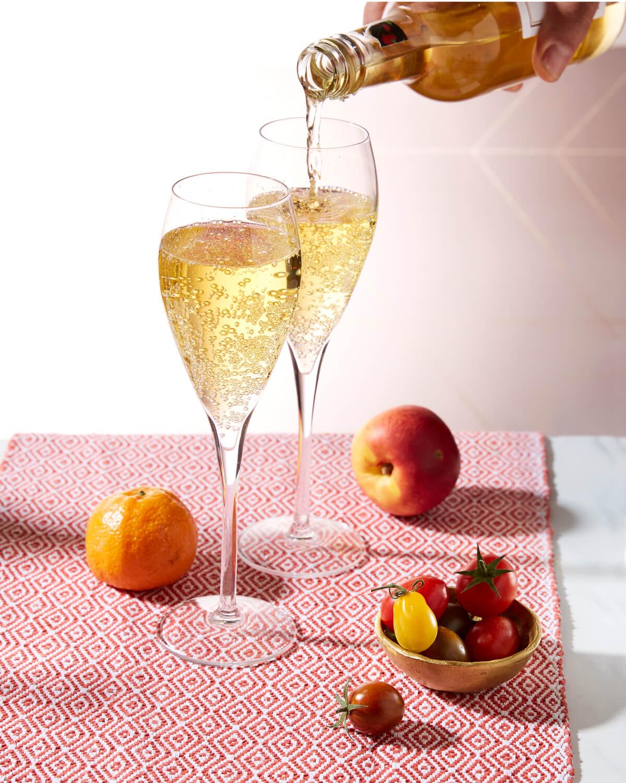 Saicho Darjeeling sparkling tea has notes of peach and nectarine
