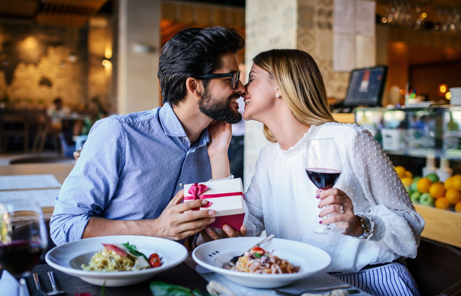 couple kissing at a restaurant