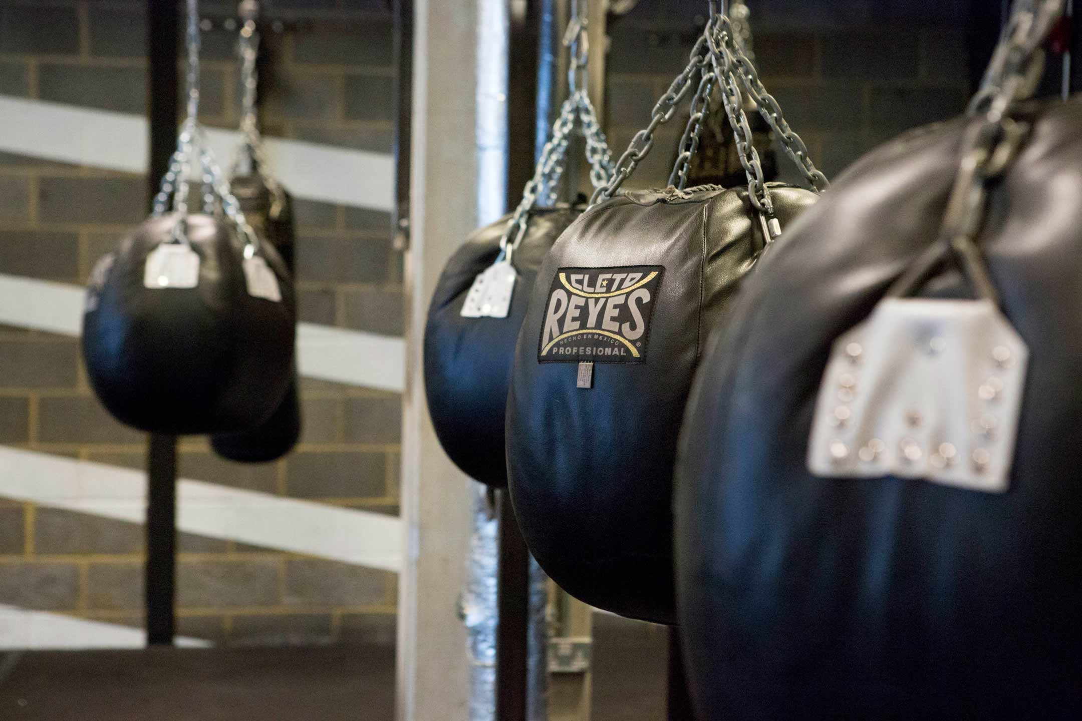 femal boxing coach and boxer training