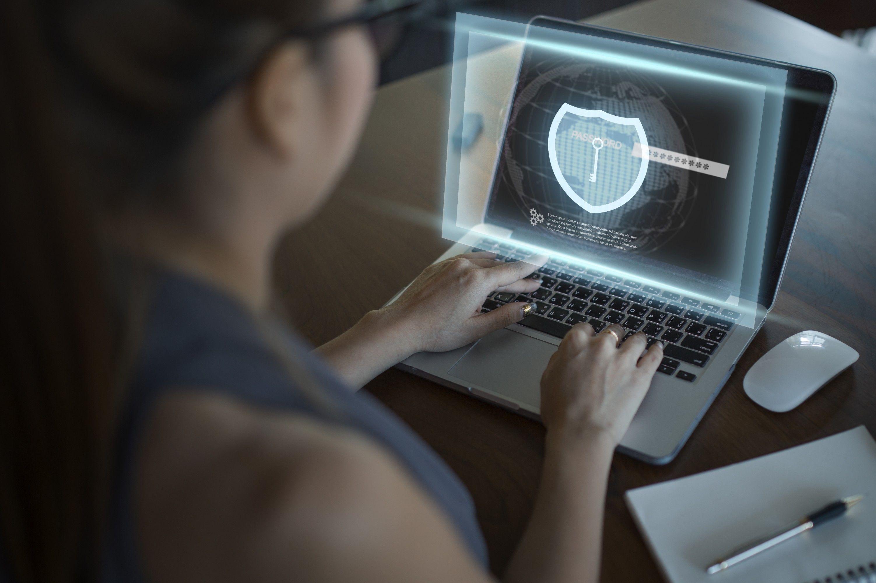 ¿Cómo ayuda la validación de antecedentes a proteger a tus usuarios?