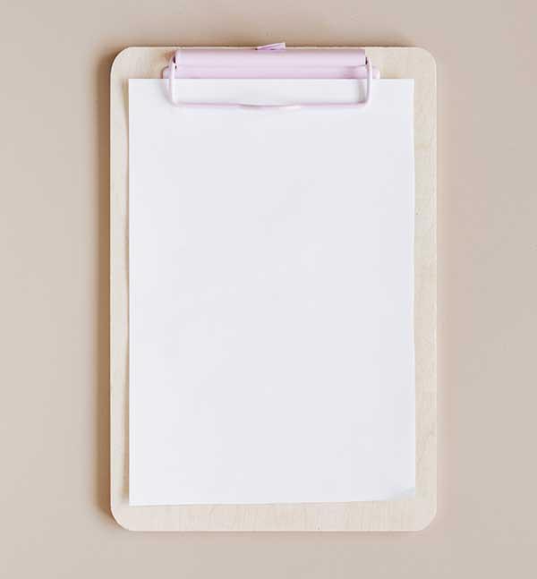 clipbord met leeg stuk papier