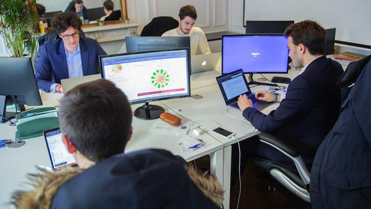 Salariés Neobrain travaillant sur des ordinateurs