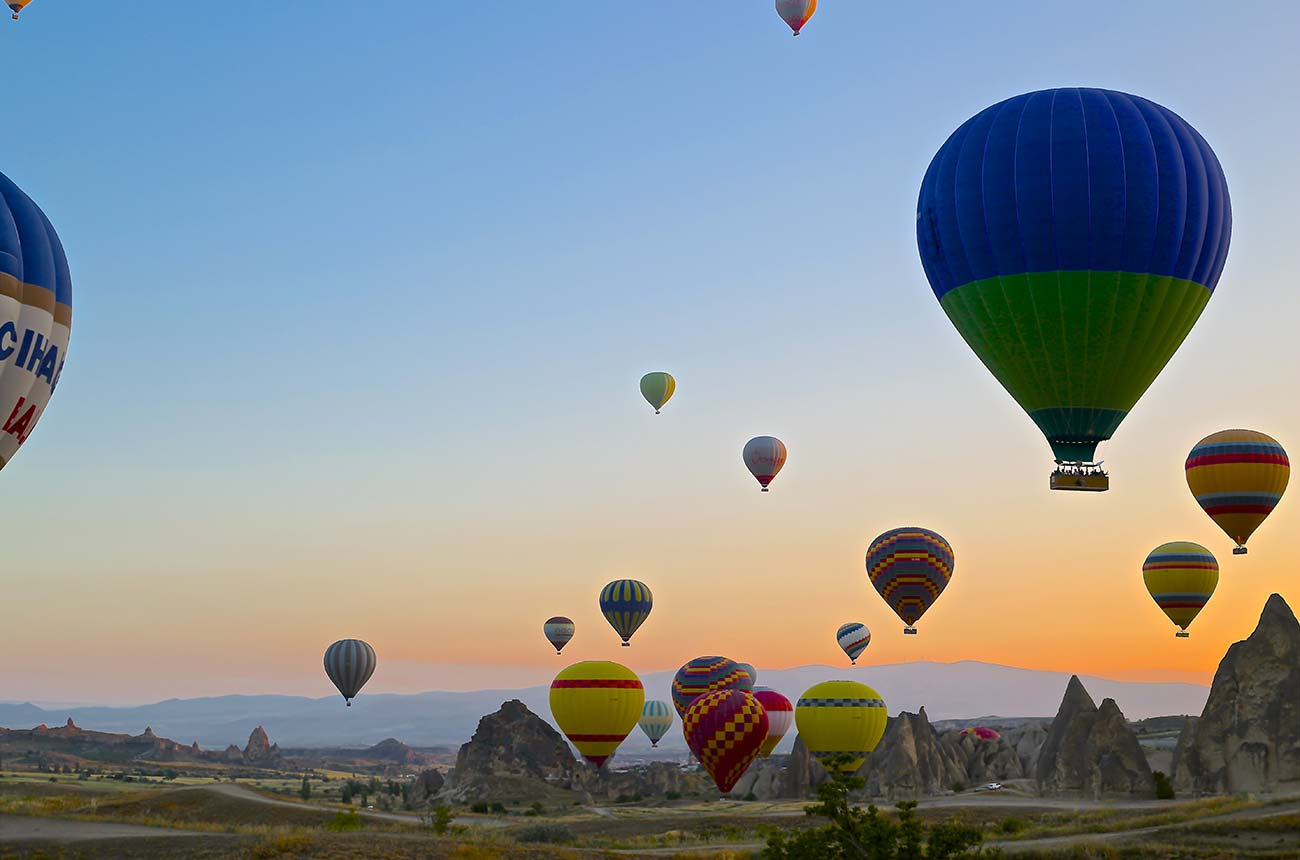 hot-air-balloons-sunset