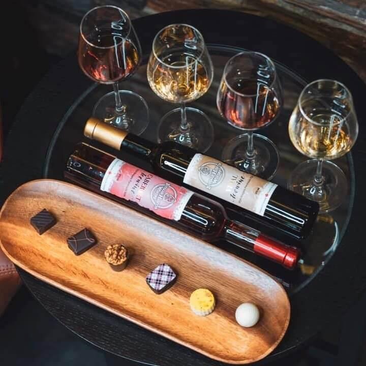 Ľadové víno na stole