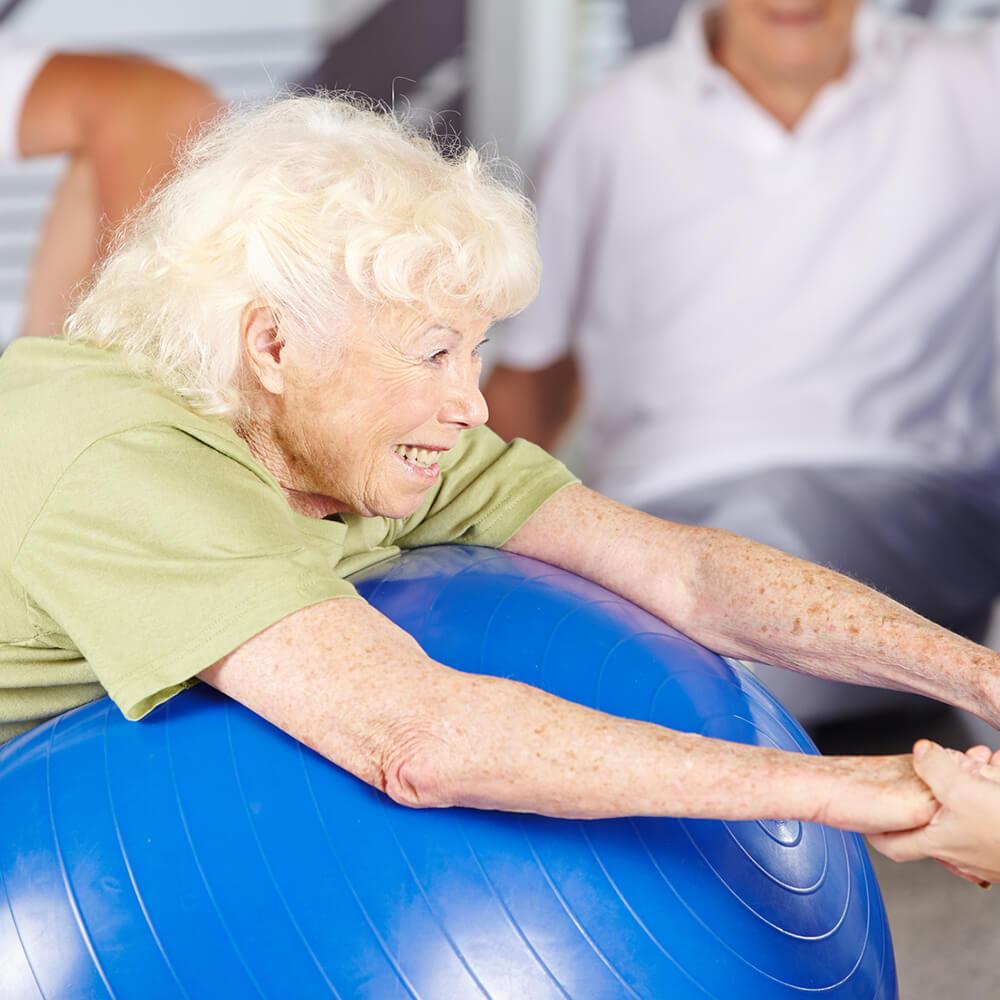 Bild von Senioren bei einer Fitnessübung