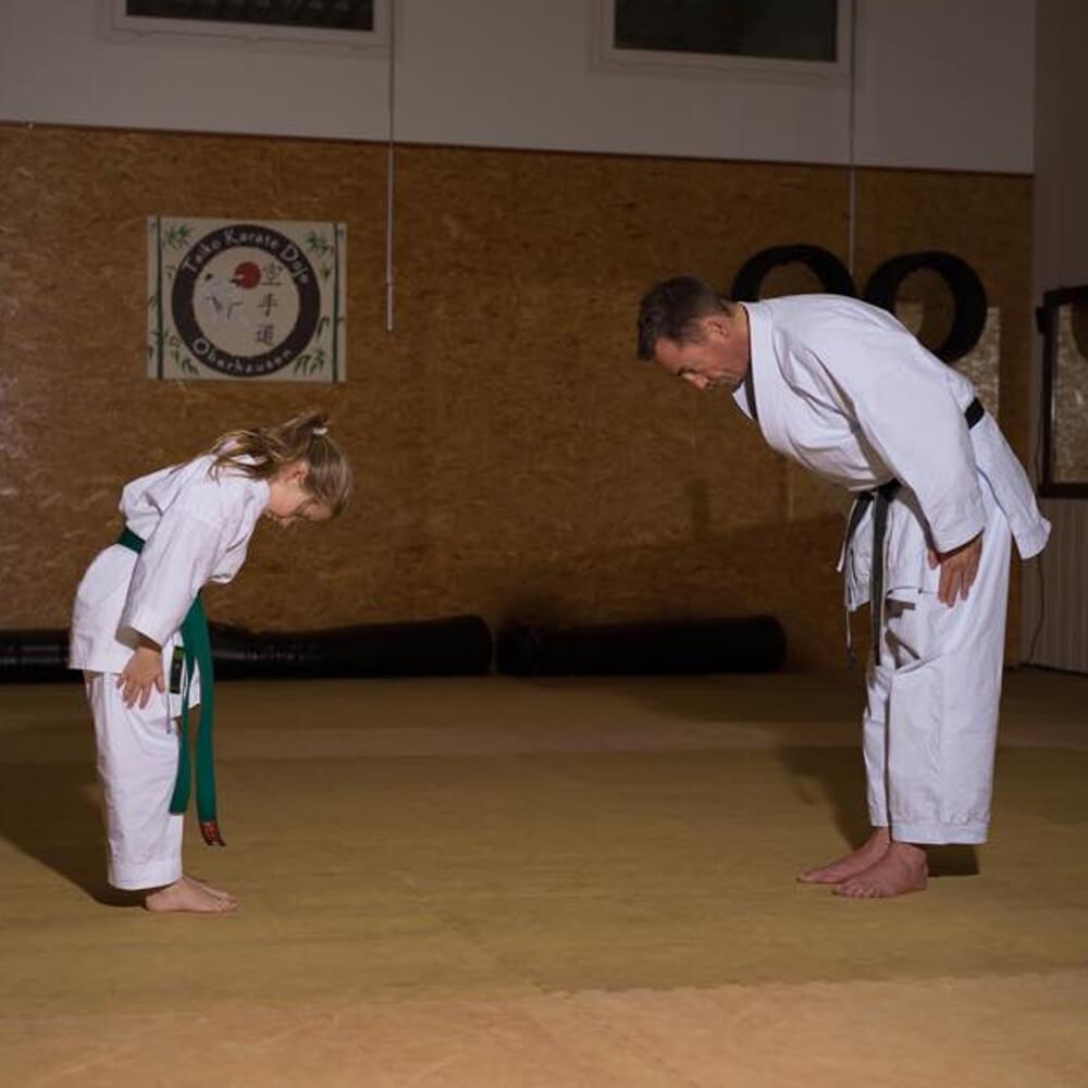 Bild von Detlef Tolksdorf beim Karate mit einer Schülerin