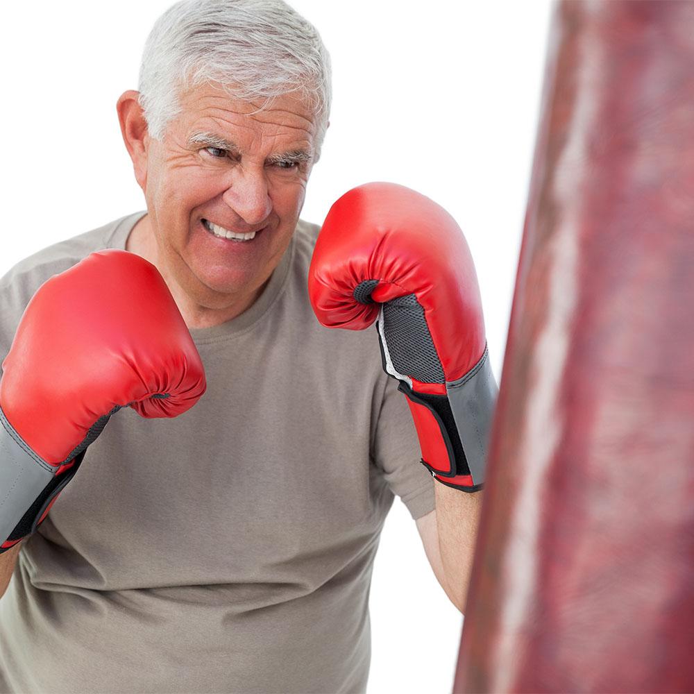 Bild eines Senioren im Fitness Fighting