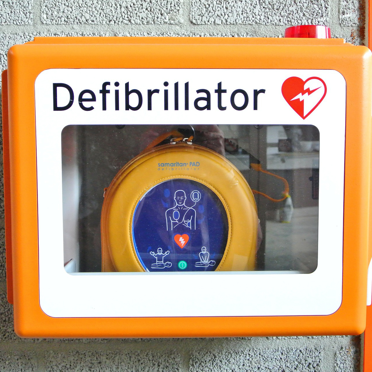 Defibrillator Straight On