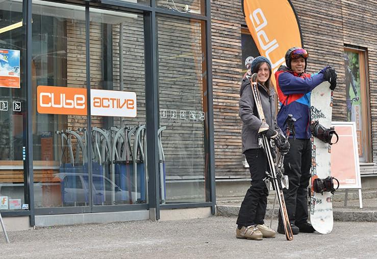 Ski-Verleih Snowboard in Savognin