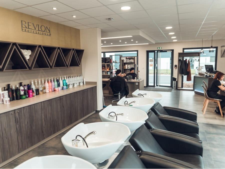 Salon de coiffure vue sur les bacs