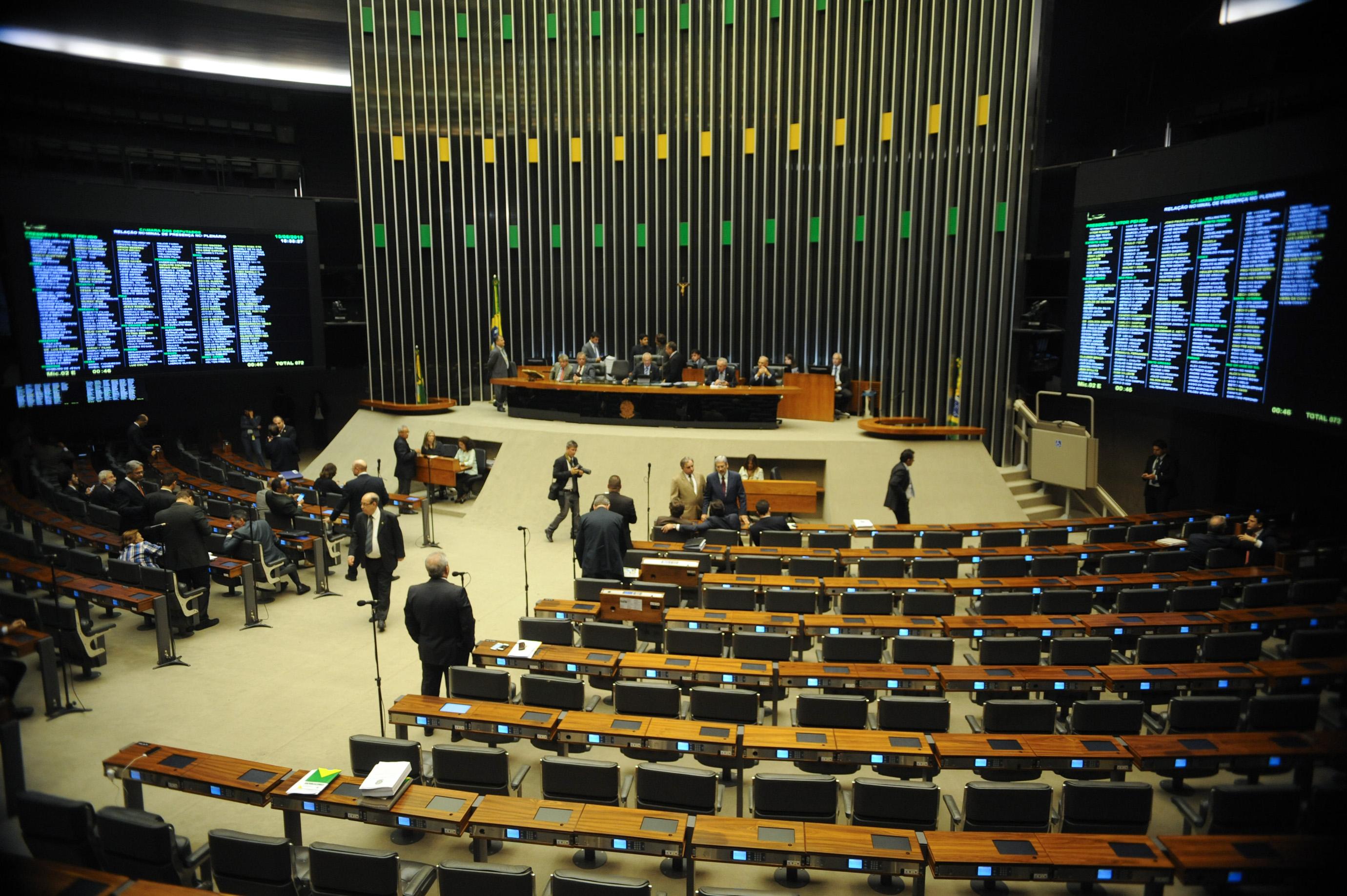 Rejeitadas emendas no 'Orçamento de guerra' que preveem redução em salário do funcionalismo