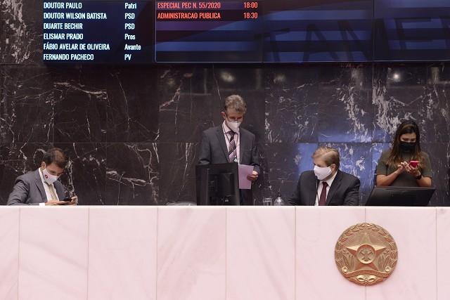 PLC da reforma da previdência passa no Plenário, em 1º turno