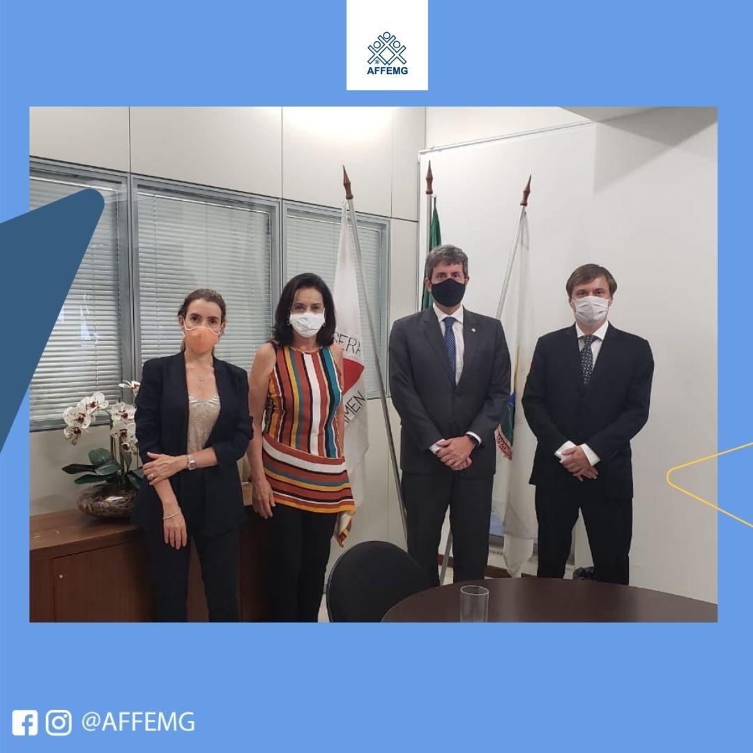 A Diretora-Presidente da AFFEMG, Maria Aparecida Meloni, Papá, e o Presidente do Sindifisco-MG, Marco Couto, reunem-se com o Procurador Geral do Estado