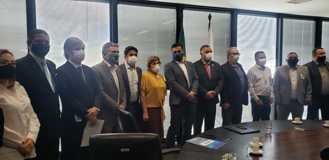 13º salário: AFFEMG e representantes dos servidores se reúnem com Secretário de Governo para cobrar solução definitiva