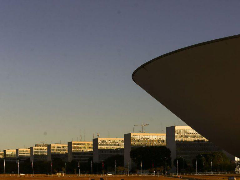 Muito Brasília, pouco Brasil: reflexões sobre a crise fiscal nos estados