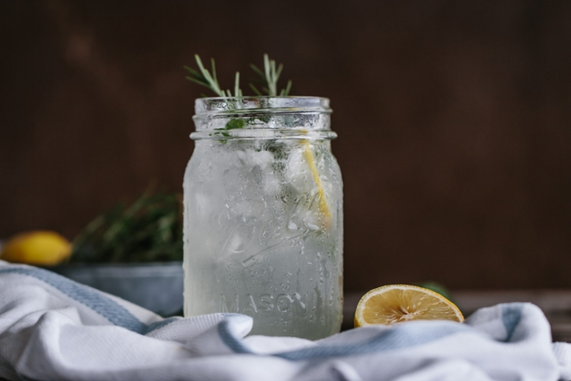 Стакан воды с лимоном по утрам: когда полезная привычка становится губительной - фото №8