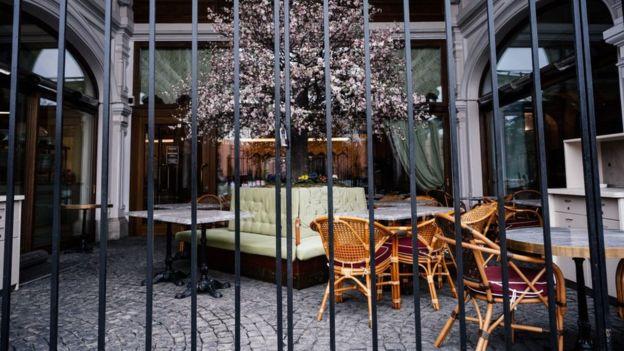 Рестораны в Москве в течение недели работают только на вынос