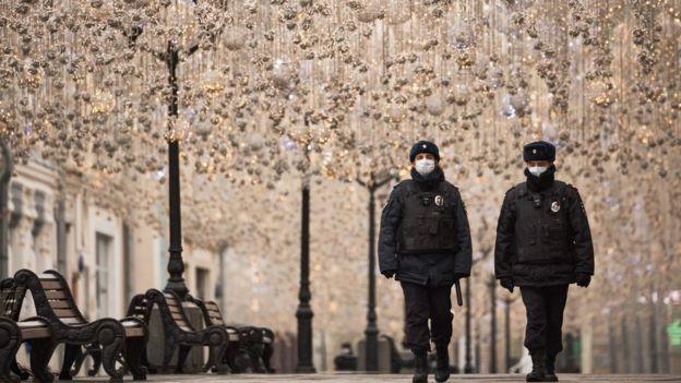 В Москве был введен строгий карантин, а рестораны и пабы были закрыты