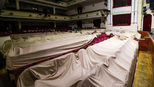 В Москве закрыты театры и отменены спектакли