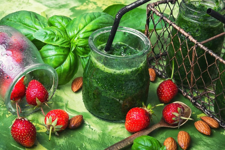 fresh-spinach-smoothies-PZ83B7A.jpg