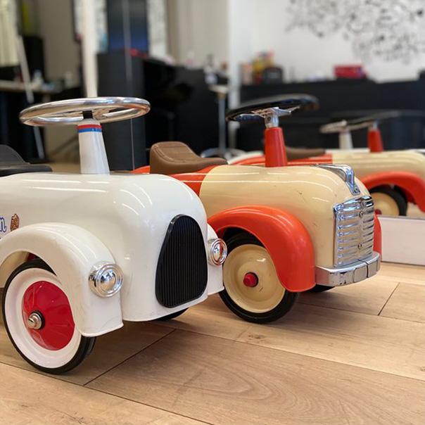 jouets multicolores en bois
