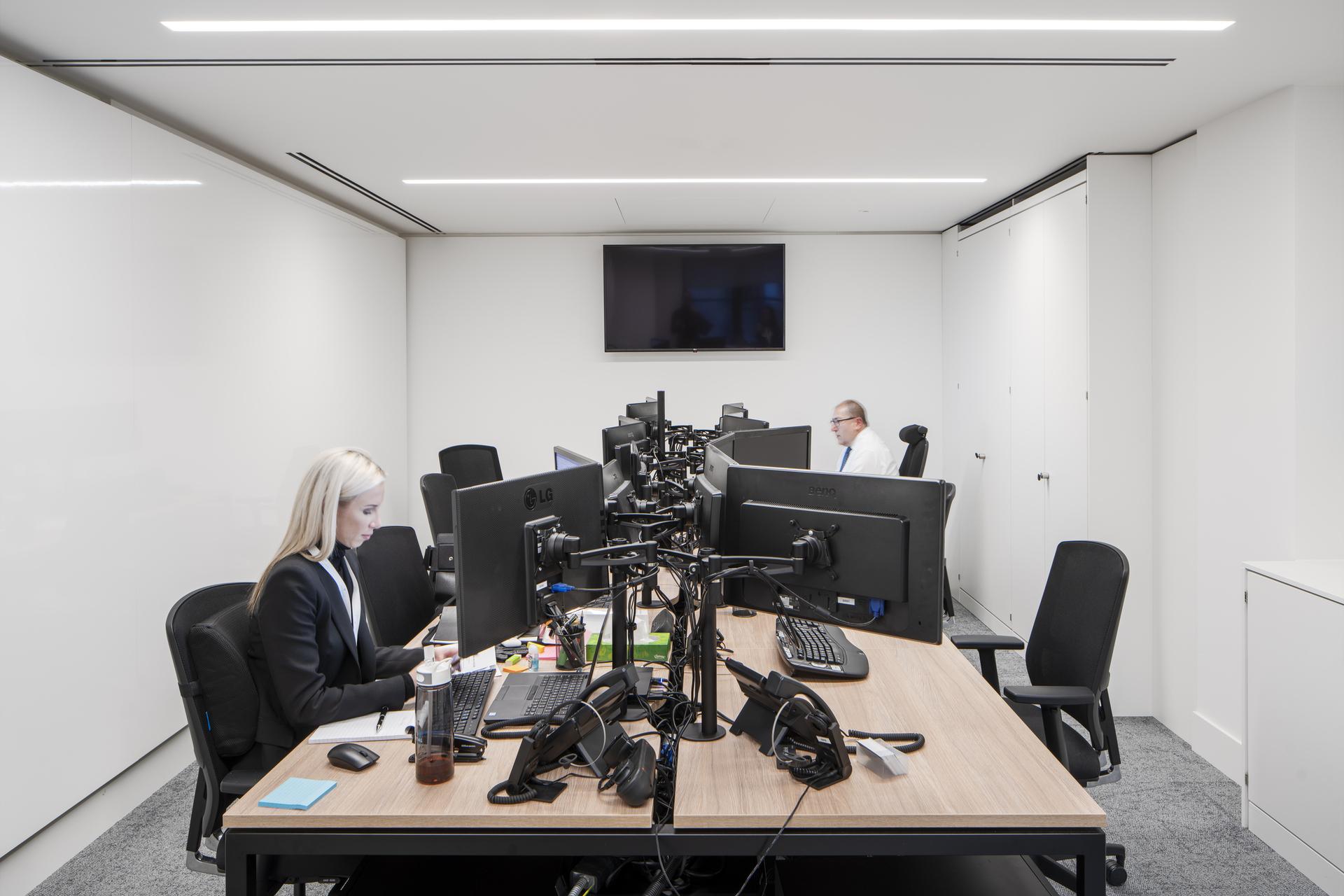 Chrystal Capital Workstations