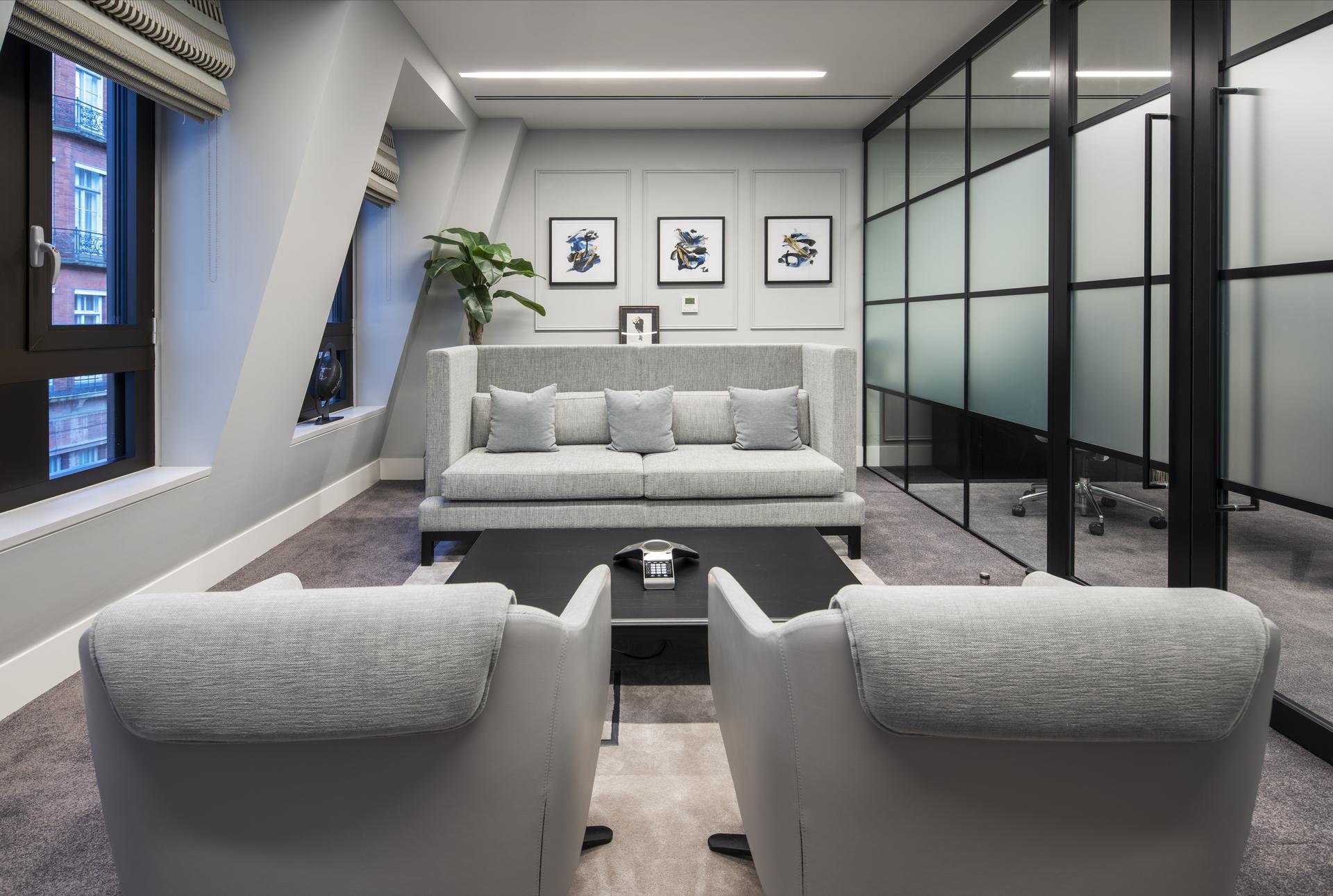Chrystal Capital Office Room