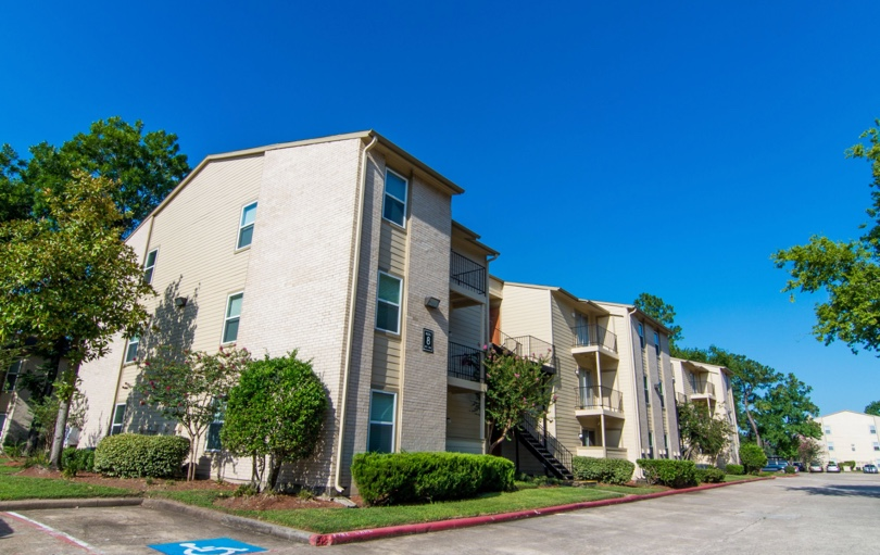 Deerbrook Forest Apartments