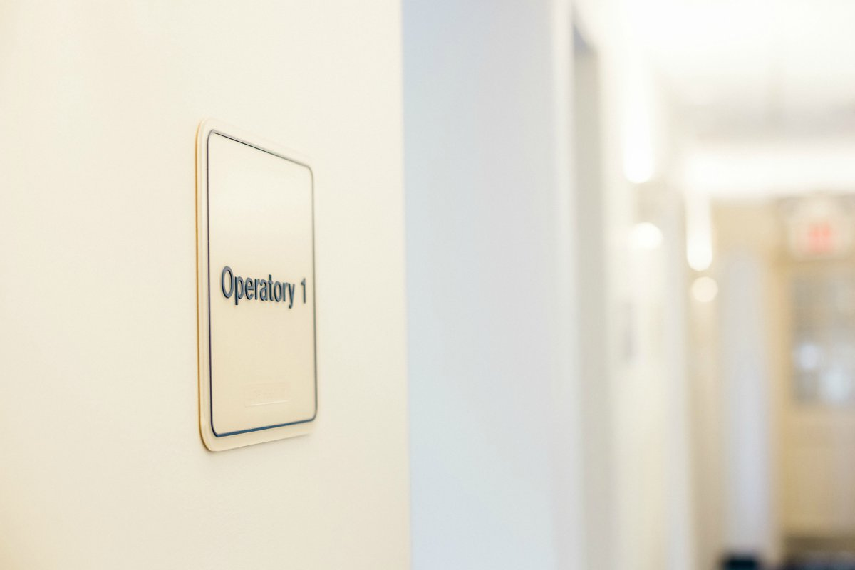 closeup of operatory 1 sign