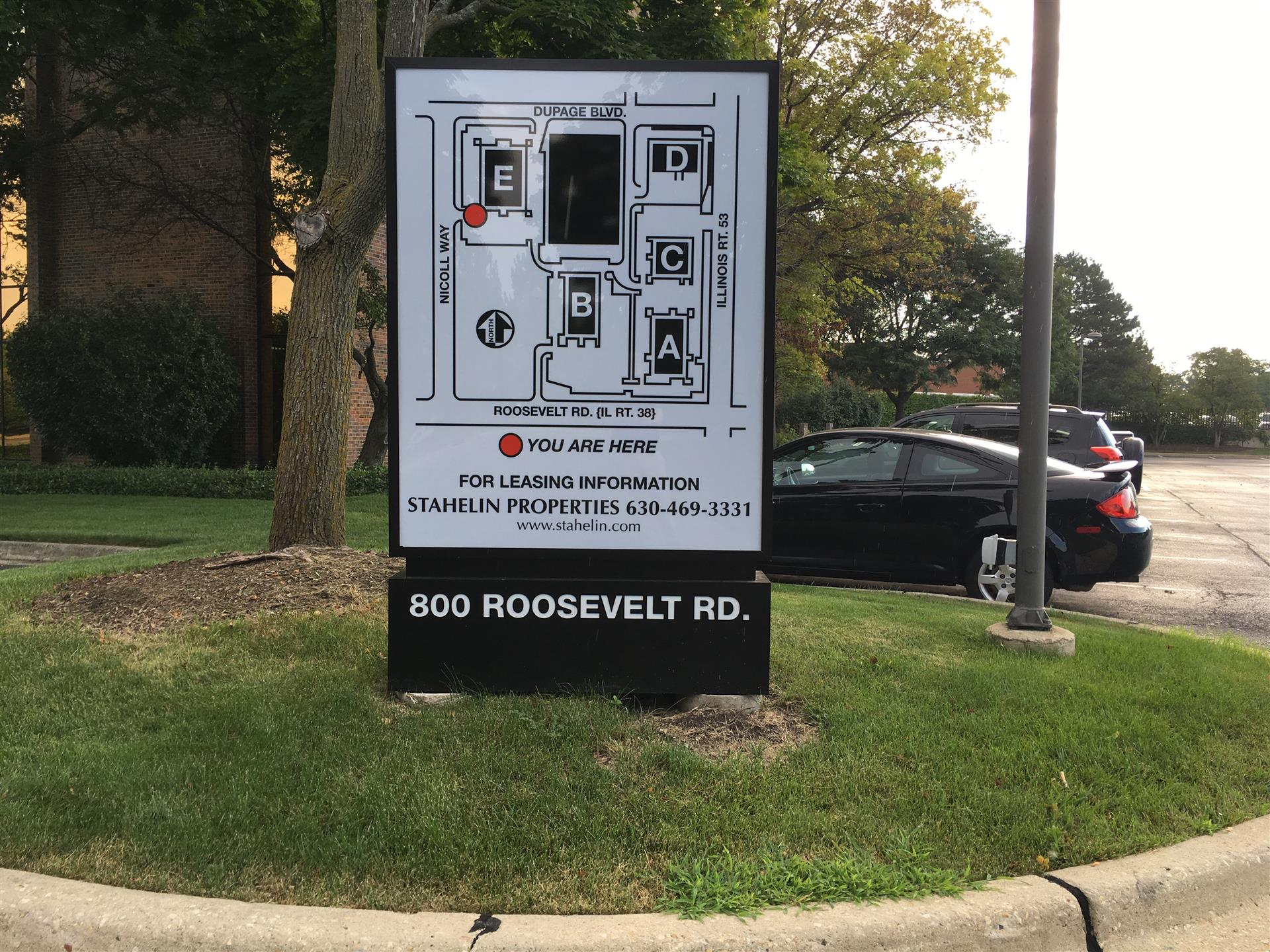 800 Roosevelt Rd Outdoor Business Wayfinding Sign