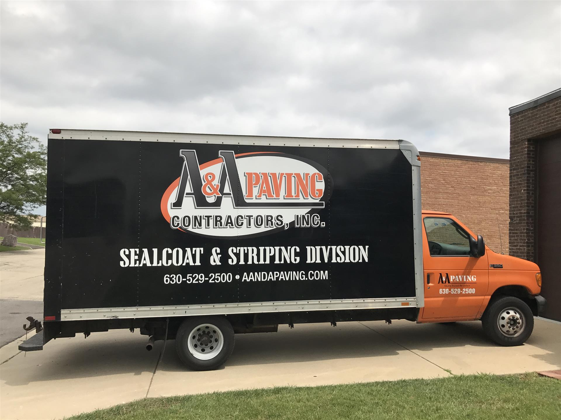 Why You Should Use Vehicle Wraps and Graphics