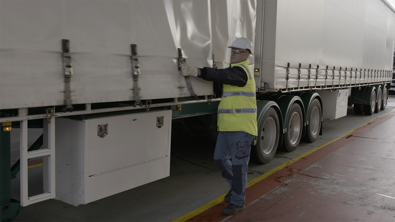 Manual Handling: Using Side Curtains
