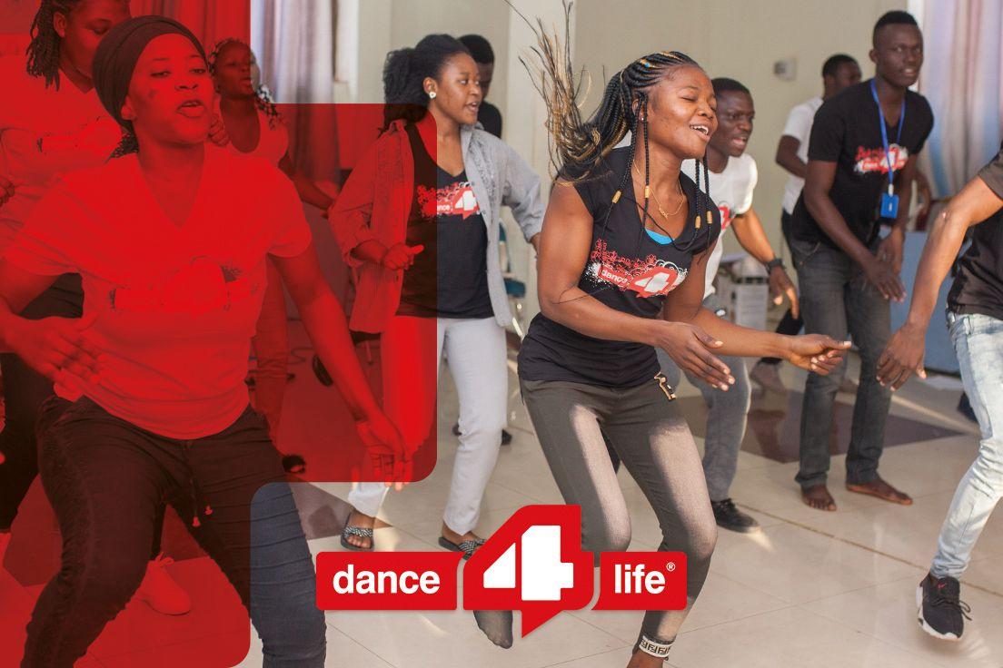 Jongeren dansen met Dance4Life