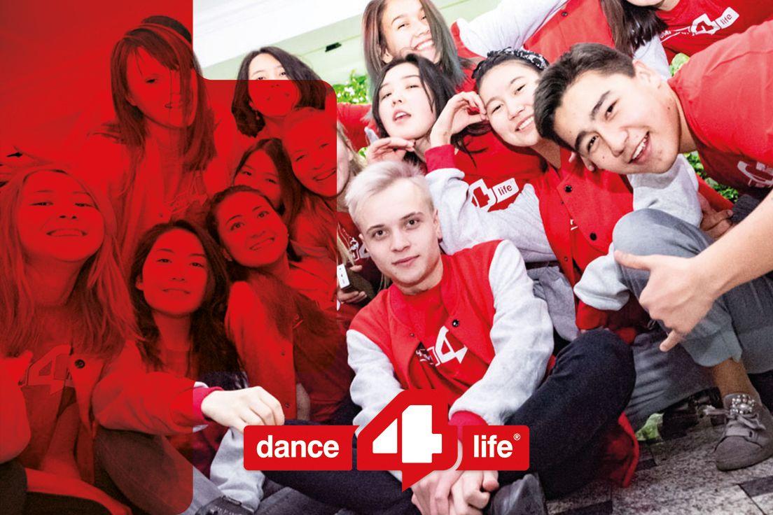 Jongeren poseren voor Dance4Life